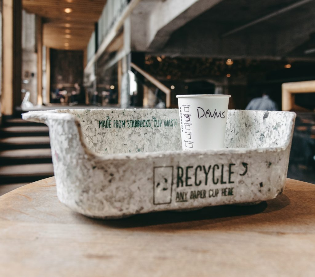 Recycling at Starbucks (in Dutch)